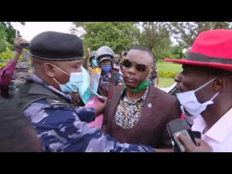 LWAKI MUVVOOLA KATIKKIRO: Abakedde okwekalakaasa poliisi ebakutte