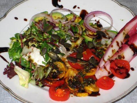 Салат с кумкватом и тыквенными семечками