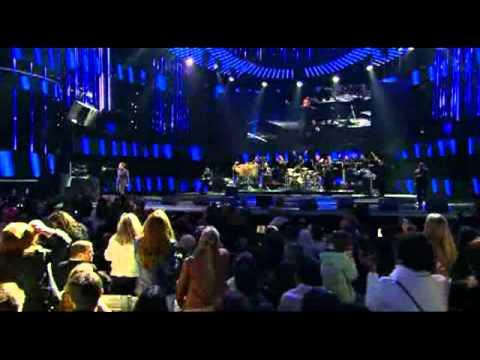 Festival de Viña 2012, Luis Miguel, Por debajo de la mesa - La gloria eres tu - Besame mucho