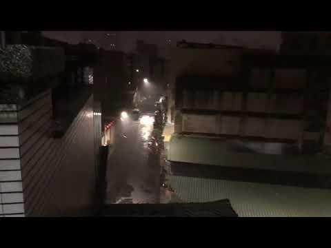 半夜突然下起暴雨