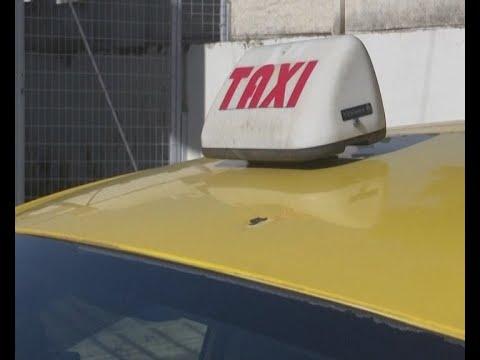 Σφαίρα καρφώθηκε σε ταξί