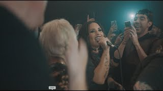 Demi Lovato Sings Misery Business At Emo Nite!