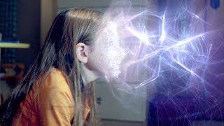 女孩创造出时空之门,只要将头伸进去,就能看到未来!