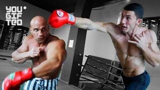 Боксер против бодибилдера. Бой!