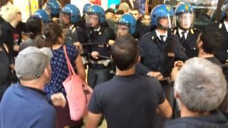 preview picture of video 'Bologna. Le sentinelle se ne vanno tra gli insulti'