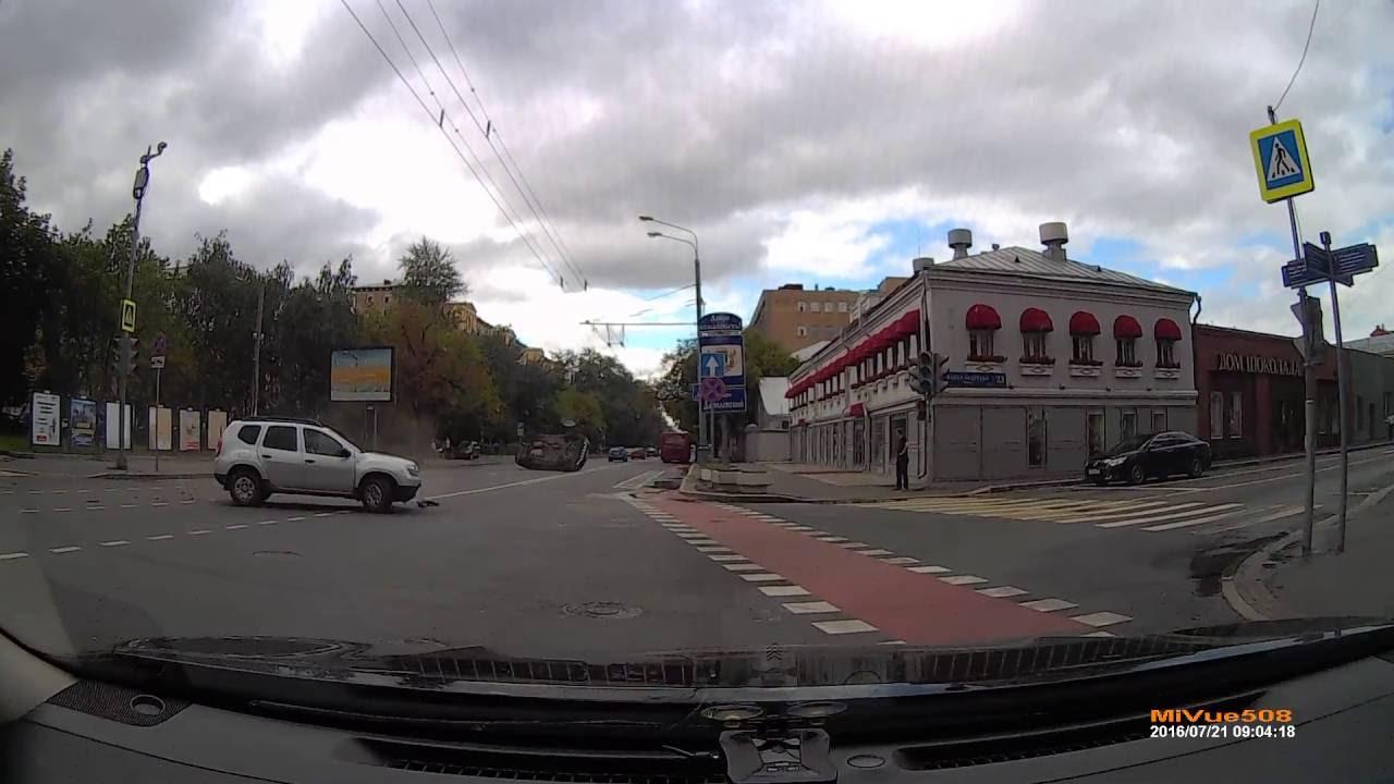 Неудачный поворот... ДТП на улице Люсиновской в Москве