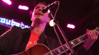 "Andy Grammer Performs ""Lunatic"" Live"