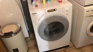 """Die Waschmaschine auf einer """"Antivibrationsmatte"""". Warum man das nicht tun sollte"""