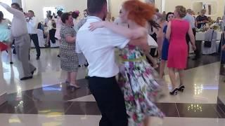 Szalony Taniec na Weselu Sukni w kwiaty