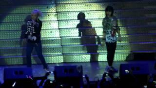 CL & Minzy (2NE1) -  Please Don't Go @ The Party [Araneta Coliseum 06.04.2011] (Fancam)