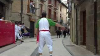 preview picture of video 'Fiestas in Lumbier / Irunberri  - 2010 part1 - Encierro'