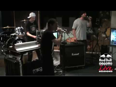 """Honey Claws performs """"E-Sticker"""" at Red Bull Studios"""
