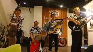 Merinding !!! Live music cafe kota tua, TUHAN BILA MASIH KU DIBERI KESEMPATAN ...