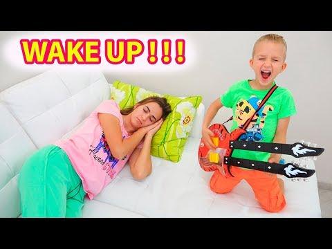 Vlad and Nikita pretend play music and wake up Mom