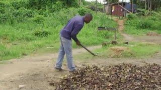 Cameroun, Transformation des déchets ménagers en charbon écologique. (#026)