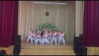Ирина танцует в школе #132 танец охотники на приведения.