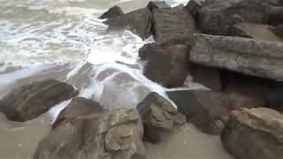 Морская пена. Камни, море, волны на Азовском море в Степановке Первой. Август 2017