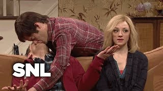 Kissing Family: Lonny Comes Home for Christmas - SNL