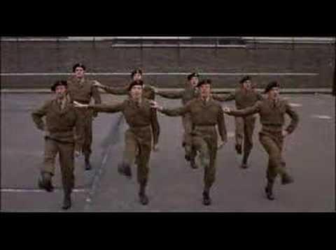 Monty Python i musztra oddziału specjalnego