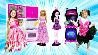 Ищем игрушки в шариках! Игры Барби и Монстер Хай