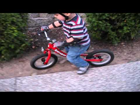 BalanceBikeTrainer.com - Kinderbike Laufrad Red in Action