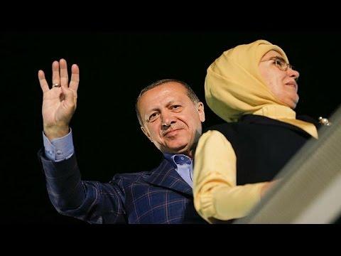 Δίχασαν την Τουρκία οι υπερεξουσίες του προέδρου