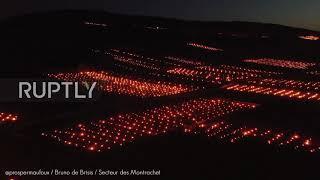 Francja: hektary świec rozświetlają nocne niebo, gdy rolnicy chronią winnice przed mrozem