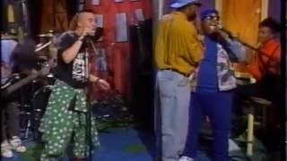 "FAITH NO MORE - Epic & Edge Of The World - December 26, 1990 ""Da Show"" (480p)"