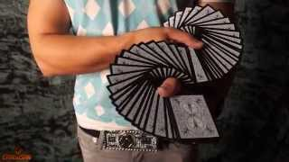 Смотреть онлайн Обучение как делать карточный веер одной рукой