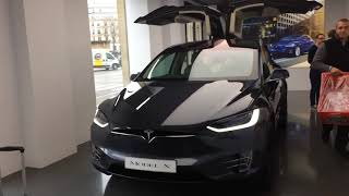 Inauguration du showroom Tesla à Paris