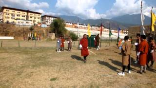 preview picture of video 'Concours de tir à l'arc à Thimphu - Bhoutan - Traditional Archery competition - Bhutan'