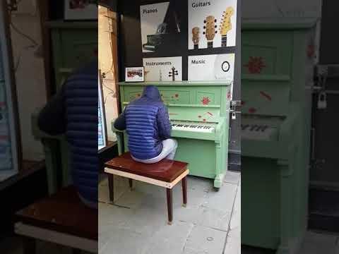 Неизвестный музыкант стал звездой Сети