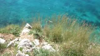 preview picture of video 'Plazh Himare. Duke zbritur per ne plazhin e Filikurit 1'