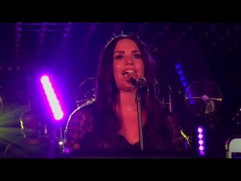 Demi Lovato - Stone Cold - Paris 2017