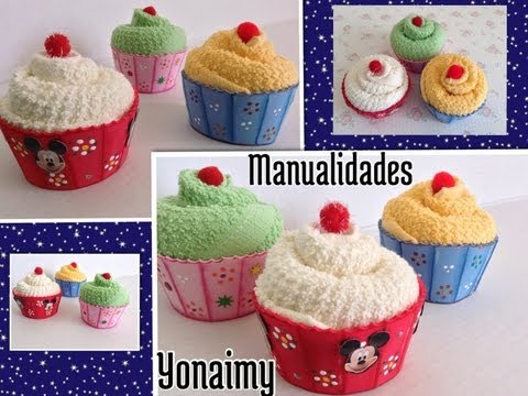 CUPCAKES O PANQUECITOS HECHOS CON TOALLITAS FACIALES Y FOAMY .- CUPCAKES MADE WITH WASHCLOTHS .
