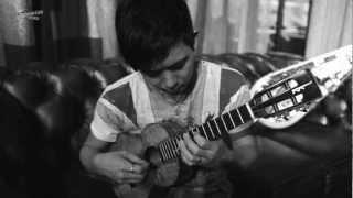 Jake Shimabukuro plays Nirvana : Smells Like Teen Spirit on ukulele On Complex