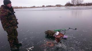 Ловля плотвы зимой по первому льду