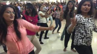 Capgemini Flash Mob 2017 M7 Cafeteria