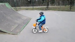 Квотерпайп у метро Берестейская (и 5-летний Ваня-велоэкстрим)