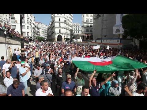 Les algériens manifestent contre un nouveau projet de loi sur les hydrocarbures Les algériens manifestent contre un nouveau projet de loi sur les hydrocarbures
