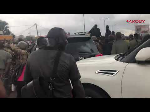 <a href='https://www.akody.com/top-stories/news/mali-le-president-du-mali-ibk-et-son-premier-ministre-escortes-par-l-armee-video-326669'>Mali: Le Président du Mali IBK et son Premier ministre escortés par l'armée [Vidéo]</a>