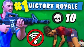 CLUTCHING A SOLO-DUO TO HELP A KID WIN ON FORTNITE!!! (MY CONNECTION CUT OUT!?)