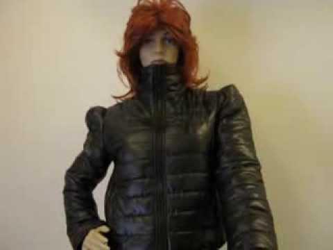 süße schwarze kurze winter Jacke bei etikiet xxxl aber gut für größe 40/42