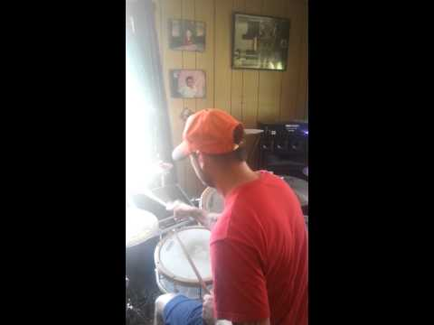 Dubstep on the fly with live drums by Digga DJ