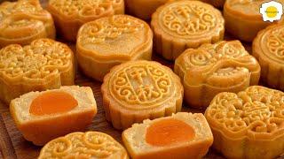 Lotus seed Paste and Salted Egg Yolk Mooncakes 广式莲蓉蛋黄月饼 Gâteau de lune pâte de graines de lotus