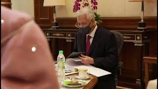 YAB Perdana Menteri menerima penyerahan dokumen rasmi Rancangan Malaysia Kedua Belas (RMKe-12)