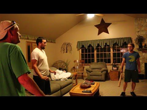 Bị cha nạt vì chơi game boy, game thủ tự tay đập nát tivi