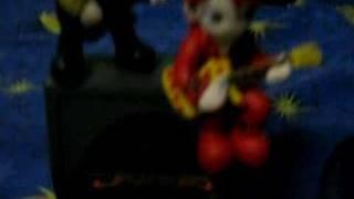 "hide figurine + mini speaker (Song: ""POSE"" - zilch)"