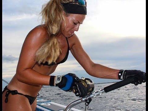 Russo di spada di pesce che pesca in Mar Nero