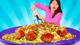 Giant Food Challenge / We Made Giant Spaghetti & Meatballs / Giant 60-Pound Sushi Roll / Giant Jelly